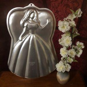 VINTAGE WILTON RARE BARBIE Princess CAKE PAN